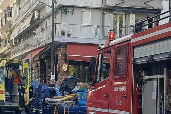 Απίστευτη σύγκρουση λεωφορείου με αυτοκίνητο στη Θεσσαλονίκη - Δείτε τις πρώτες εικόνες από τον απεγκλωβισμό των τραυματιών