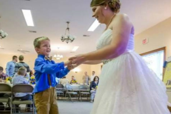 Άλυτο ιατρικό μυστήριο: 7χρονος ξεσάλωσε σε γάμο και μετά κοιμόταν για 11 μέρες!