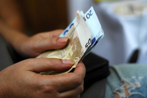 Σας αφορά: Πότε γίνεται η πληρωμή για το Κοινωνικό Εισόδημα Αλληλεγγύης;