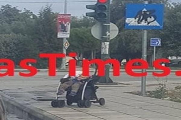 Ασύλληπτο περιστατικό στην Πάτρα: Παράτησε το μωρό στη μέση του δρόμου και πήγε για καφέ! (photo)