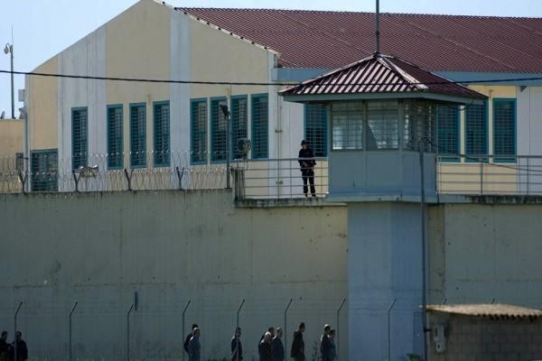 Αιματηρές συμπλοκές σημειώθηκαν στις φυλακές Τρικάλων