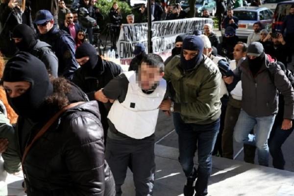 Στον εισαγγελέα οδηγήθηκαν οι 9 Τούρκοι που συνελήφθησαν σε Καλλιθέα και Νέο Κόσμο μετά την επιχείρηση της αντιτρομοκρατικής (Photo)