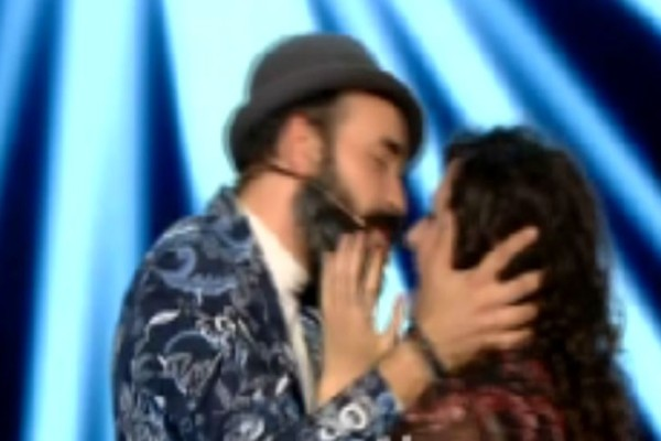The Voice: Ο Μουζουράκης «ερωτοτρόπησε» με παίκτρια κι εκείνη του έκανε δημόσια ερωτική εξομολόγηση! (video)
