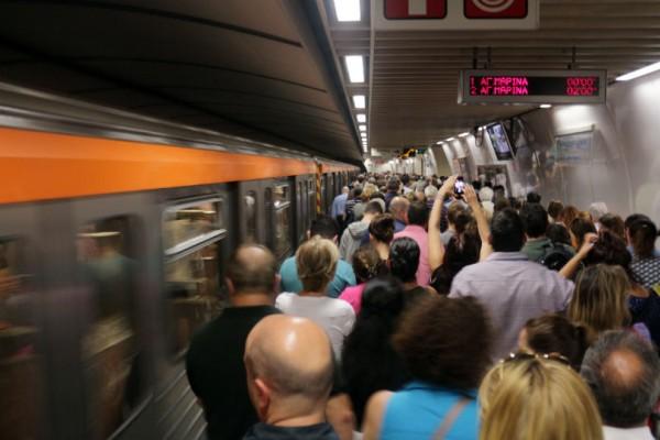 Κινδυνεύουν με σοβαρά προβλήματα ακοής όσοι μετακινούνται συχνά με μετρό!