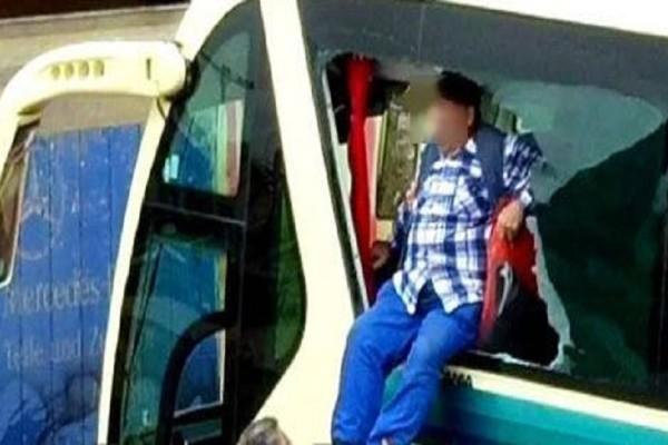 Δραματική διάσωση επιβατών λεωφορείου στην Ελευσίνα! - Βυθίστηκαν σε χείμαρρο λάσπης! (Photo)