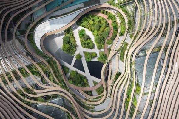 Εντυπωσιακές εικόνες: Αυτός είναι ο κήπος που μεγαλώνει ανάμεσα σε ουρανοξύστες!