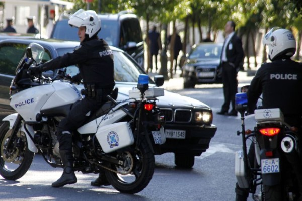 Σοκ στην Γλυφάδα! Άνδρας μαχαίρωσε Αστυνομικό για μια κλήση!