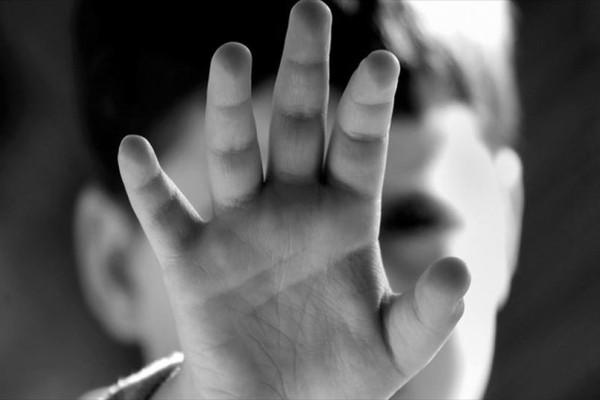 Φρίκη στην Κρήτη: Κακοποιούσαν τα παιδιά για να ζουν τον έρωτά τους!