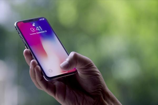 Η διαφήμιση της Samsung που «τρολάρει» το iPhone X (Video)