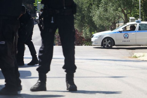 Ηλεία: Ενοπλος πυροβόλησε 4 φορές σε σπίτι!