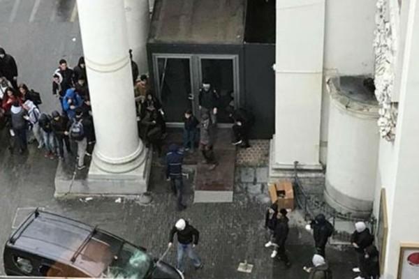Άγριες συγκρούσεις και πετροπόλεμος στο κέντρο των Βρυξελλών! Τι συνέβη; (βίντεο)
