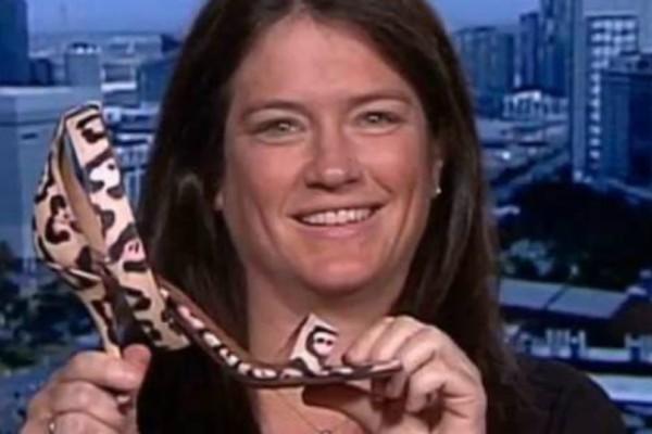Η ιστορία μιας σύγχρονης Σταχτοπούτας που αναζητά τη χαμένη...Givenchy γόβα της (Photo).
