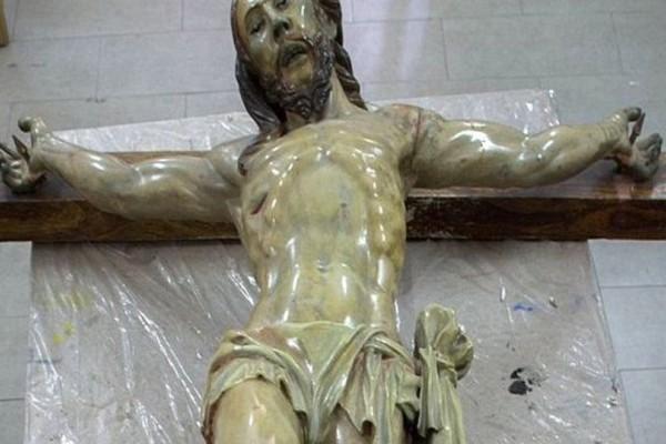 Μυστηριώδες σημείωμα βρέθηκε μέσα σε άγαλμα του Ιησού του 18ου αιώνα! (photos+video)