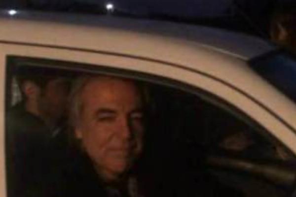 Εφτασε στο σπίτι του ο Κουφοντίνας- Έτρωγε και έπινε στην πλατεία του χωριού! (Photos+video)
