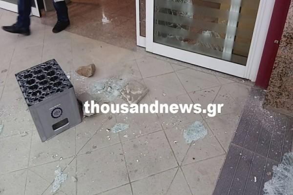 Θεσσαλονίκη: Κόπηκε από γυαλιά ένας ληστής στην προσπάθεια του να διαρρήξει ένα σούπερ μάρκετ! (Video)