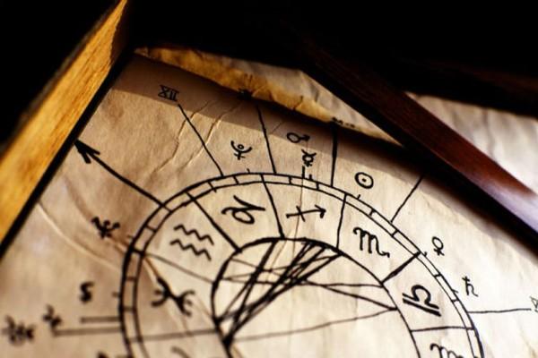 Ο Κρόνος σε τρίγωνο με τον Ουρανό: Αστρολογικές Προβλέψεις για όλα τα ζώδια!