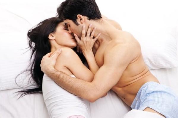 Είναι ο «τέλειος εραστής»; - Τι φοβούνται οι άνδρες στον έρωτα;