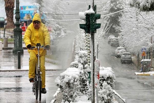 Έρχονται χιόνια από απόψε: Σε ποιες περιοχές θα το