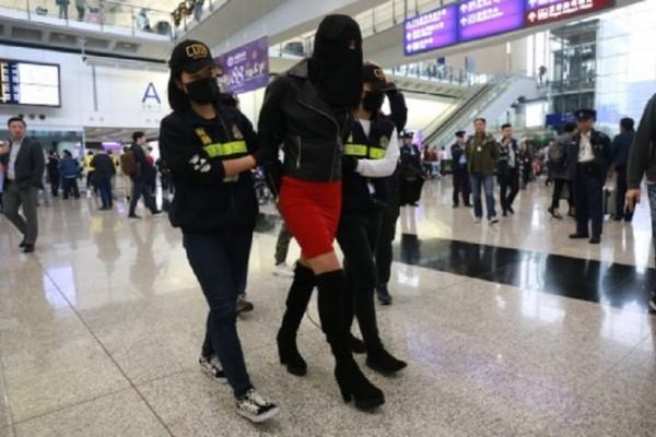 Το ενδεχόμενο της ποινής των ισοβίων αντιμετωπίζει το μοντέλο με την κοκαΐνη στο Χονγκ Κονγκ! (Photo & Video)
