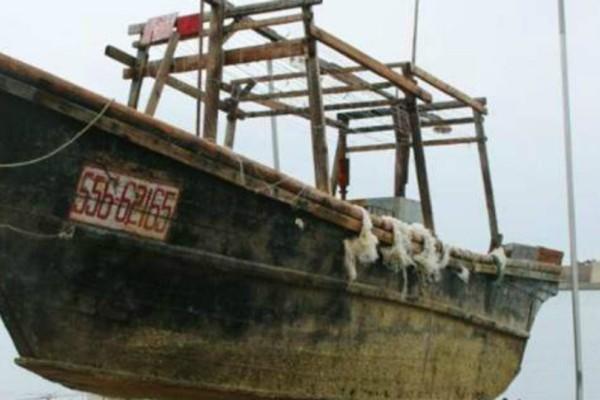 Ιαπωνία: Μυστήριο με «πλοίο-φάντασμα» που ξεβράστηκε σε ακτή με 8 σκελετούς (Photos)
