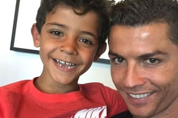 Σε χρέη μοντέλου ο  μικρός γιος του Cristiano Ronaldo ! Υπάρχει ομοιότητα τι λέτε;