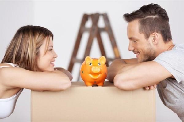 Πρέπει να έχετε κοινό ταμείο με τον σύντροφό σας;  - Τι απαντούν οι ειδικοί