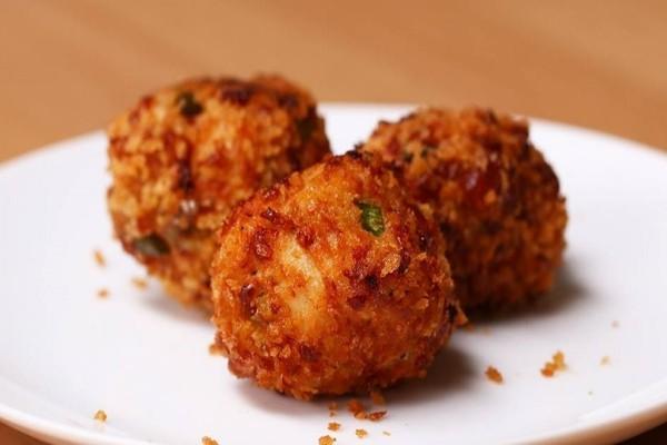 Η νόστιμη και εύκολη συνταγή: Κοτομπουκιές με γέμιση τυριού!