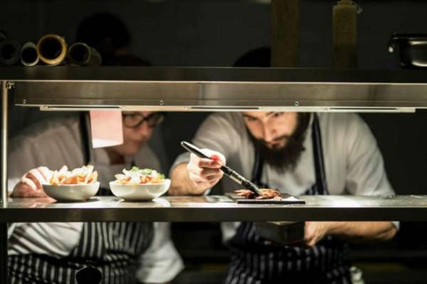Δύο σεφ από το «ΜasterChef» άνοιξαν ένα «κρυφό» εστιατόριο για το οποίο θα μιλάει όλη η Αθήνα!