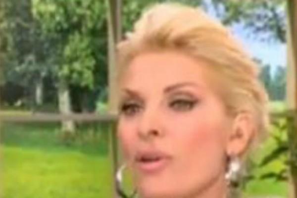 «Σπόντες» και αλληλοκαρφώματα Μενεγάκη-Κουτσογιαννόπουλου on air! Σηκώθηκε να φύγει από το πάνελ (video)