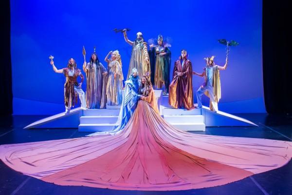 «Η γέννηση του κόσμου και ιστορίες των θεών του Ολύμπου» από την Κάρμεν Ρουγγέρη!