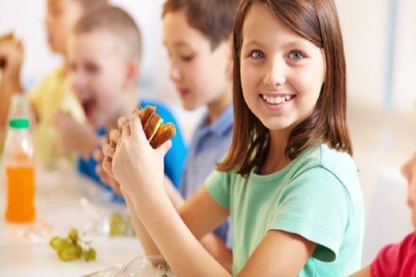 Γονείς δώστε βάση: Συμβουλές για να μην βαρεθεί το παιδί σας το κολατσιό στο σχολείο