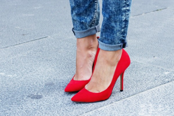 Θα σας λύσουν τα χέρια! Οι γόβες που μετατρέπονται σε φλατ παπούτσια με μια μόνο κίνηση (Photos)