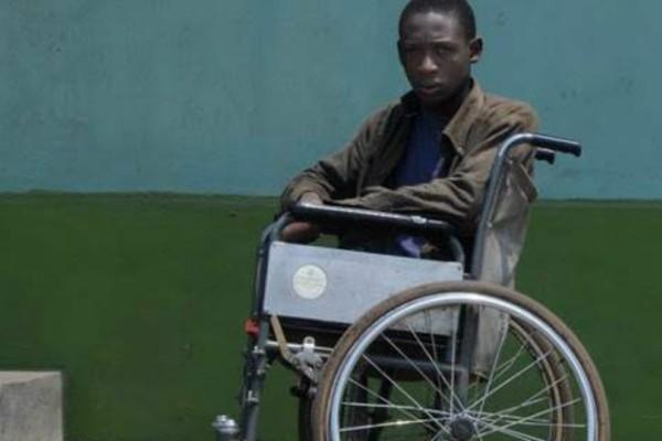 Πάτρα: Ανάπηρο αγοράκι από την Τανζανία ήρθε στην Ελλάδα για να κάνει πρωτοποριακή επέμβαση (Photos)