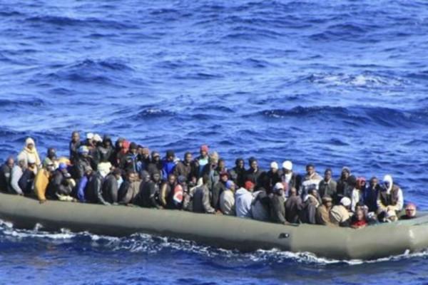 Βάφτηκε κόκκινη η Μεσόγειος: Καρχαρίες έφαγαν 31 μετανάστες