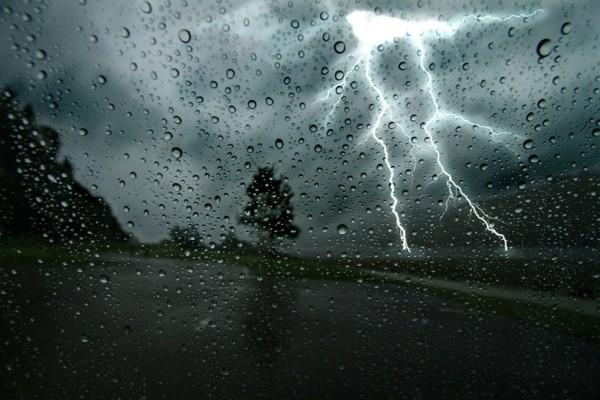 Επιδεινώνεται ο καιρός σήμερα με βροχές και καταιγίδες!