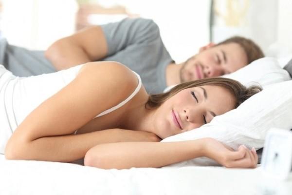 Ένα εύκολο κόλπο που θα σε κάνει να κοιμηθείς σε λιγότερο από 1 λεπτό!