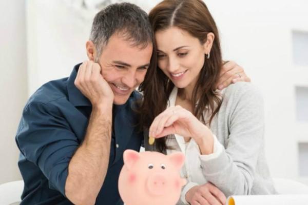 Πρέπει ή όχι να έχεις κοινό ταμείο με τον σύντροφό σου;  Οι ειδικοί απαντούν!