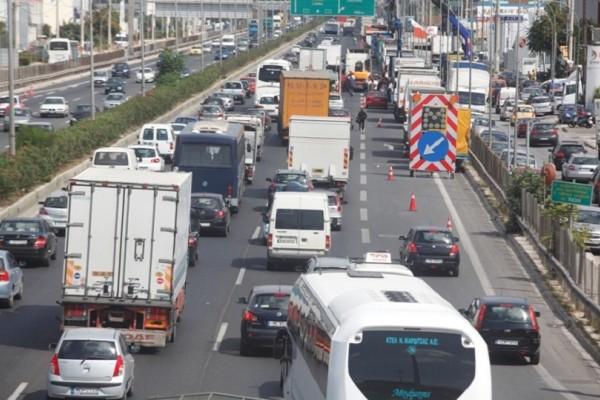 Σφοδρή καραμπόλα έχει προκαλέσει απίστευτο μποτιλιάρισμα στην Εθνική οδό Αθηνών - Λαμίας!