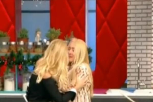 Έβαλε τα κλάματα η καλεσμένη on air η καλεσμένη του Πρωινού! Άφωνη η Φαίη Σκορδά! (video)