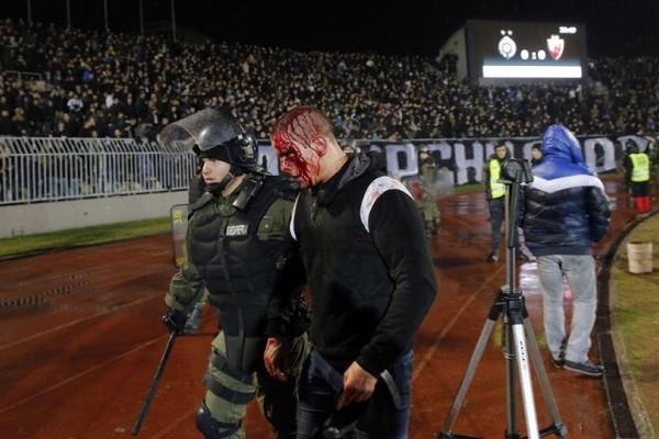 Τρομακτικές εικόνες από το ντέρμπι της Παρτιζάν με τον Ερυθρό Αστέρα! (Video & Photo)