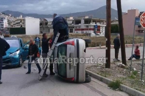 Λαμία: Σφοδρή σύγκρουση δύο οχημάτων - Επιχείρηση απεγκλωβισμού ων τραυματιών