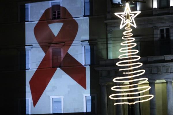 Πώς η διπλωμένη κόκκινη κορδέλα έγινε το σύμβολο κατά του Aids;