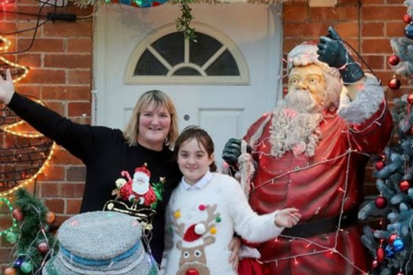 Ζευγάρι στην Αγγλία  ξοδεύει 1.200 λίρες τον χρόνο για τα στολίδια των Χριστουγέννων!