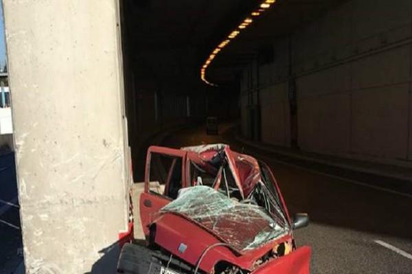 Σφοδρό τροχαίο στην Αττική Οδό: Γυναίκα σκοτώθηκε μέσα σε σήραγγα! (photos)