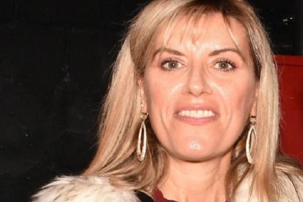 Μπορείτε να καταλάβετε ποιου πασίγνωστου Έλληνα ηθοποιού είναι αδελφή η κυρία της φωτογραφίας; (Photo)
