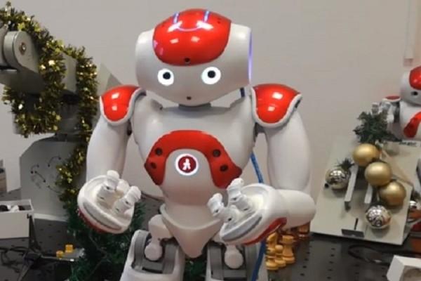 Επικό βίντεο: Ρομπότ λένε τα κρητικά κάλαντα!