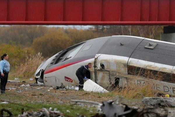 Δύο νεκροί στη Γαλλία από σύγκρουση σχολικού λεωφορείου με τρένο