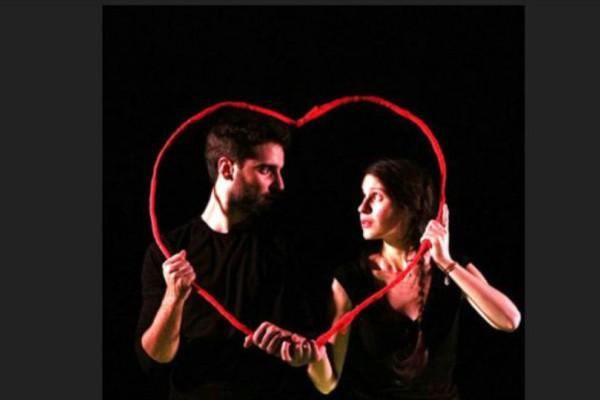 Ρωμαίος και Ιουλιέτα για 2!Η βραβευμένη διασκευή του ομώνυμου έργου του Ουίλλιαμ Σαίξπηρ από την Ομάδα ΙΔΕΑ!