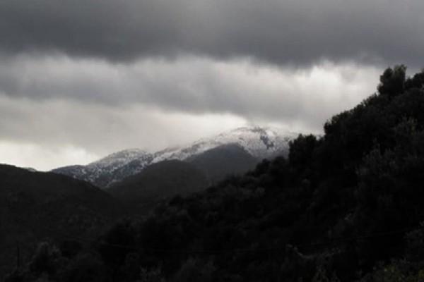 Εντυπωσιακές εικόνες: Στα λευκά «ντύθηκαν» τα βουνά της Κρήτης! (Photo)