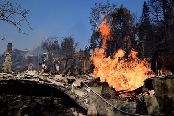 Καίγεται το Hollywood: Στις φλόγες βίλες διασήμων! Ποιοι πασίγνωστοι ηθοποιοί